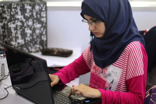 Muslim women in an office. Training article 'Arab women are transforming the Middle East start-up scene' on Women@Work